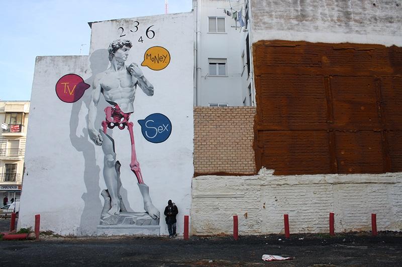 El david de Miguel Angel pintado en graffiti y versionado por manomatic